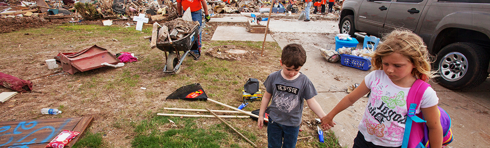 Moore, Okla., May 29, 2013 -- Moore residents visit their tornado destroyed property as volunteers clean up the debris. The Moore area was struck by a F5 tornado on May 20, 2013. Andrea Booher/FEMA - Location: Moore, OK